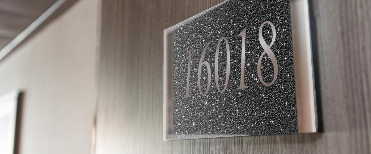 Une cabine contenant plus de 700 000 cristaux